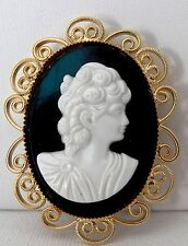 With Filigree Finished Yellow Gold Metal Very Beautiful Cameo Brooch / Pendant
