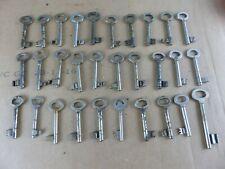 Lot de 30 anciennes clés clefs , longueur 7 à 8 cm lot 11 old keys key lot 11