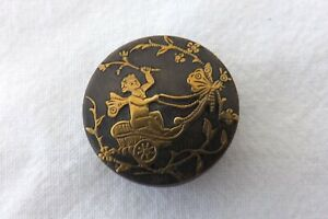 VINTAGE INLAID PRESSED HORN BUTTON PUTTI PULLED BY WINGED INSECT 2.5CMS (1289)