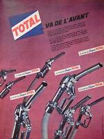 PUBLICITÉ PRESSE 1961 TOTAL VA DE L'AVANT LE PLEIN DE SUPER TOTAL - ADVERTISING