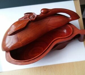 China Red wood carved melon shapel box 木 盒