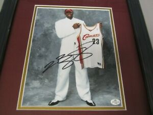 LEBRON JAMES CLEVELAND CAVALIERS AUTOGRAPHED FRAMED 8X10 PHOTO VS COA