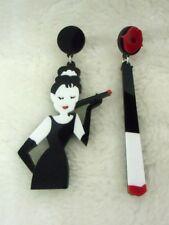 Boucles d'oreilles Audrey Hepburn fume cigarette originales asymétriques rétro
