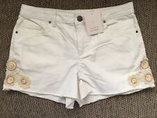 LC Lauren Conrad White Denim Jean Shorts Size 8 Embroidered Flowers Cute!! NWT