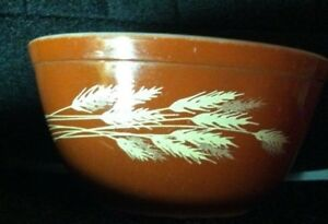 PYREX MIXING BOWL FOR OVEN AND MICROWAVE BROWN WHEAT PATTERN