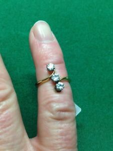 18CT / PLAT Diamond 3 Stone X/Over Ring size M RRP Over £2,000