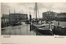 19357 tolle AK STRALSUND Am Querkanal Gebäude Lagerhalle Boote um 1900