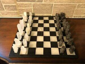 VTG 1970s ONYX/MARBLE MEXICAN HAND CARVED 32 PIECE CHESS SET - ONYX/MARBLE BOARD