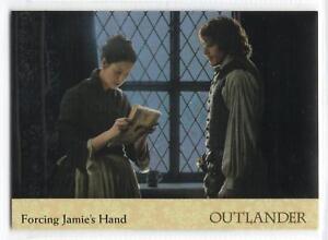 Outlander Season 2 (2017) RAINBOW FOIL BASE Card #41 / FORCING JAMIE'S HAND