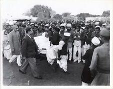 1948 PHOTO NEW DELHI, INDIA, MAHATMA GANDHI/BAPU BEING CARRIED