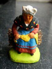Santon en terre cuite peint Fouque - Vieille assise sur un fagot 6 cm
