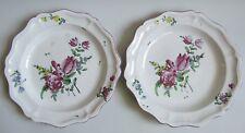 Niderviller. Paire de plats en faïence décor polychrome de fleurs, XVIIIe siècle