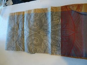Williams Sonoma  Lyon Paisley  Table runner 18 X 108   New without tag