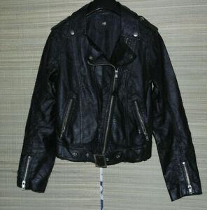 H&M WOMEN'S BLACK FAUX LEATHER BIKER JACKET SIZE:6/32 (WJ47)