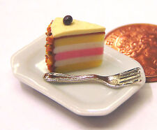 1:12 Scale Slice Of Cake On A Plate Dolls House Miniature Food Accessory SCs2