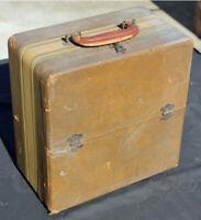 Vintage Truetone Model D3635 Collectible Portable Tube AM Radio c1946