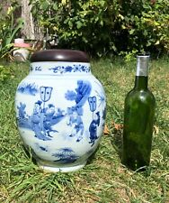 Blue and white chinese porcelain pot with wooden cover