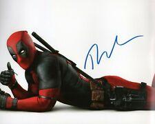 Autographed Ryan Reynolds signed 8 x 10 photo Really Nice