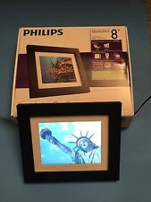 "Philips Home Essentials SPF3483/G7 8"" Digital Picture Frames In Good Condition"