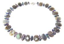 Schöne Halskette aus Labradorith in faettierter Recheckform mit Biwa-Perlen