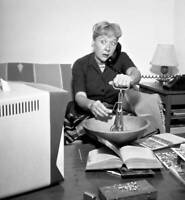 OLD CBS TV RADIO PHOTO Television Actress Vivian Vance at home 2
