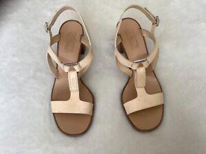 Salvatore Ferragamo women's shoes sz 8