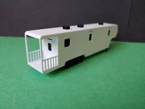 2-pk HO 1:87 scale bunkhouse + office + balcony for traveling circus