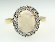 9ct or jaune ovale opale (7x10mm) et diamants (0.50ct) cluster ring (taille r 1/2)
