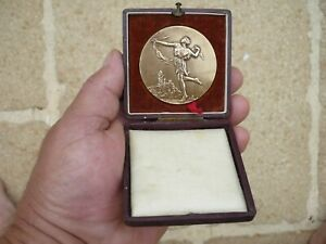 MEDAILLE BRONZE EN COFFRET DE E. FRAISSE MINISTERE DE L ' INSTRUCTION PUBLIQUE