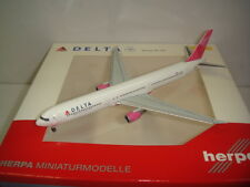 """Herpa Wings 400 Delta Air Lines DL B767-400ER """"Breast Cancer Foundation"""" 1:400"""
