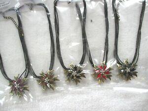 10 Halsketten, mit Blumenanhänger bronzefarben, bunt glasiert und klaren Strass