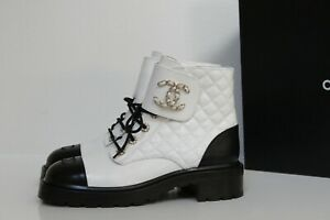 New sz 7 / 37.5 Chanel White Leather Quilted CC Chain Combat Lace Up Ankle Boot