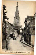 CPA  Langeais - Une Vieille Rue et l'Église   (228612)