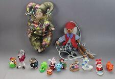 13 Figuren - Harlekin + Marionette + div. kleine Plastik u. Stein Figuren  /S147
