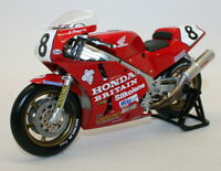 Univ Hobbies 1/12 Scale Metal Model UH4822 Honda RC30 Carl Fogarty 1990 IOM Win