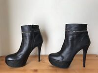 Stuart Weitzman black leather Chain platform Ankle  fashion Booties 8.5M/39