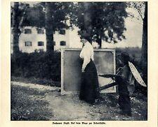 Dachauer Idyll: Malerin & Helferlein auf dem Weg zur Arbeitsstätte 1908