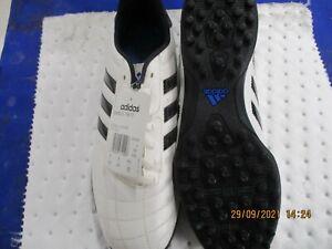chaussure de foot Adidas 43. neuf