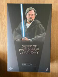 Hot Toys Star Wars 1/6 Scale Crait Luke Skywalker Last Jedi