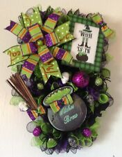 NEW HALLOWEEN THE WITCH IS IN CAULDRON WITCH BROOM SPIDERS DECO MESH WREATH
