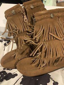 NIB Minnetonka Size 2 Girls Dusty Brown Boots $74