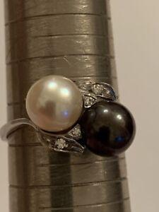 Fine Quality Contemporary 18ct White Gold White & Black Pearl & Diamond Ring