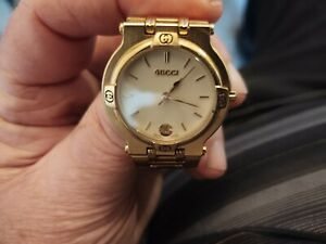GUCCI 9200M GOLD IVORY DATE MEN'S VINTAGE SWISS MADE WATCH. NEEDS BAND REPAIRED
