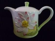Verseuse à café ou thé esprit barbotine décor nénuphar
