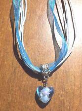 collier organza bleu avec pendentif coeur lampwork bleu 18x11 mm