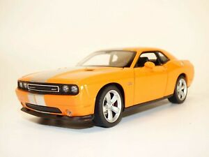 DODGE CHALLENGER SRT orange 1/24