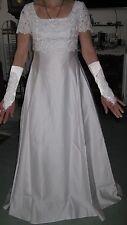 Weißes Brautkleid v. Lilly inkl. Reifrock, Brautbeutel, Handschuhen &.... Gr. 38
