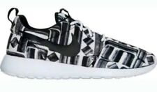 Nike Roshe One Print 844958 100 WHITE/BLACK NOTICE ME SNEAKER, Jogging  size 8.5