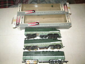 HO Scale gilbert American Flyer 423 & 424 AA units For parts or repair.