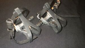 UNBRANDED ROAD BIKE PEDALS, NEW, 9/16 SPINDLE, INCLUDES TOE-CLIP